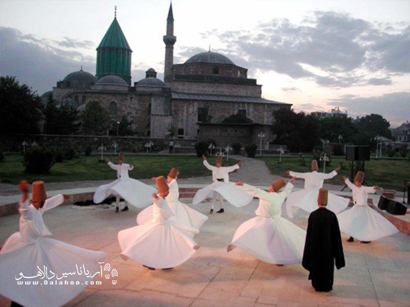 مراسم رقص سماع در فستیوال مولانا.