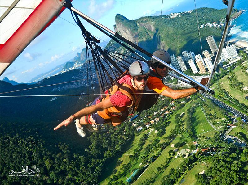 سوار بر پاراگلایدر از بالای کوه پرواز کنید و بر فراز مناظر استاوایی و حیرتانگیز ریو اوج بگیرید.