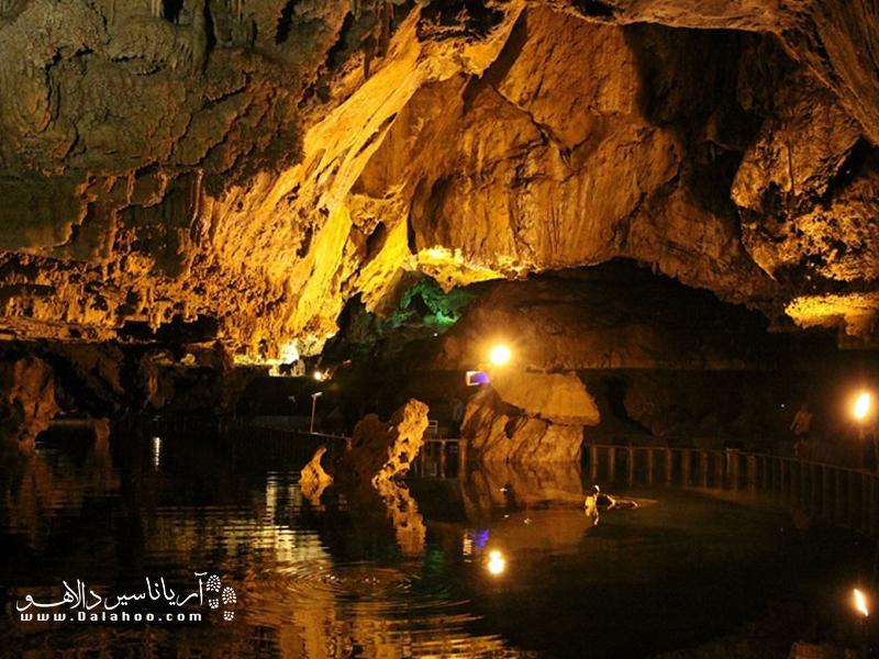 نمایی از غار علیصدر.