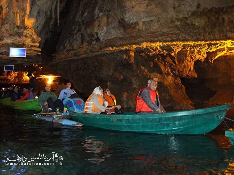 قایق سواری در غار علیصدر.