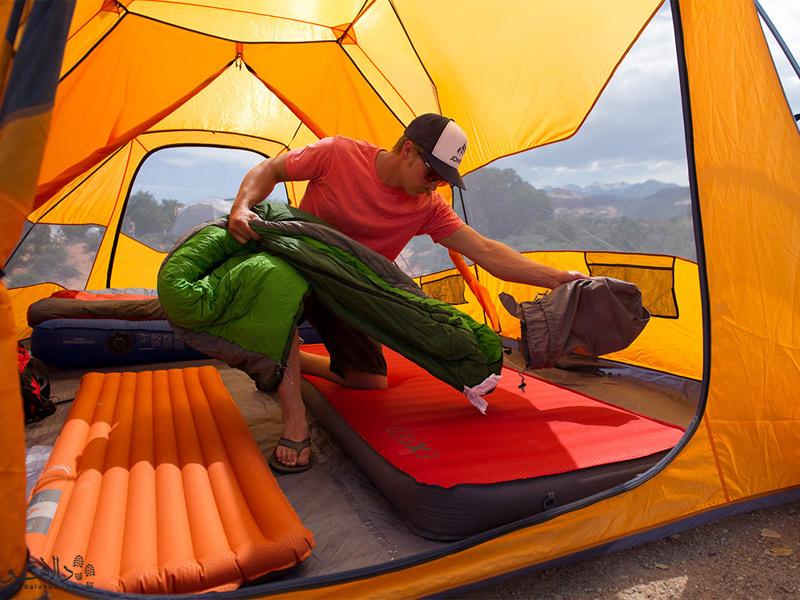 فضای داخلی یک چادر مناسب برای کمپینگ