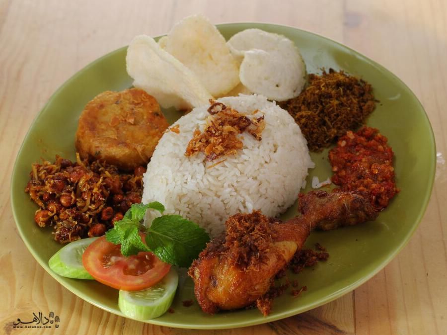 غذای ملی اندونزی همین غذاست که شباهت بسیاری با غذای کشور مالزی دارد.