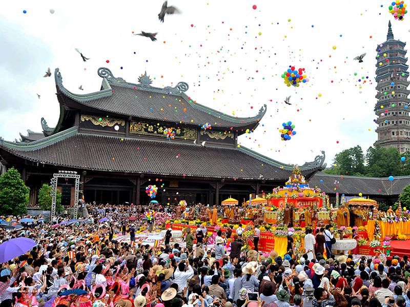 تولد، شکوفایی و مرگ بودا: بزرگترین جشن معابد بودایی