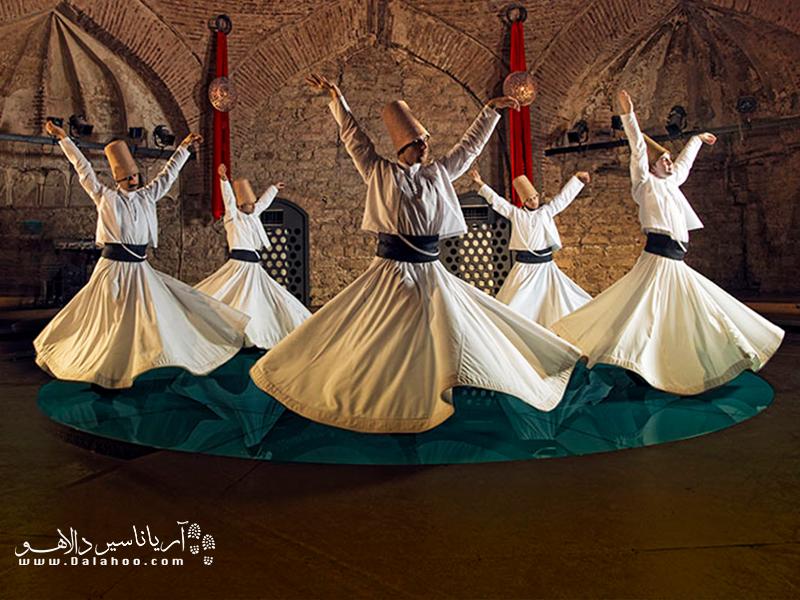 رقص سماع رقص عرفانی صوفیان است.