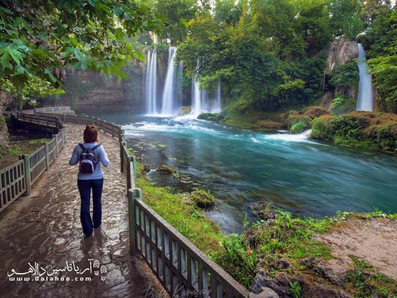 منشا آبشار دودن رودخانهای به همین نام است که بعد از گذر از مسافتی به دریای مدیترانه میریزد.
